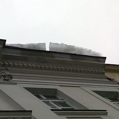 snieg na dachu